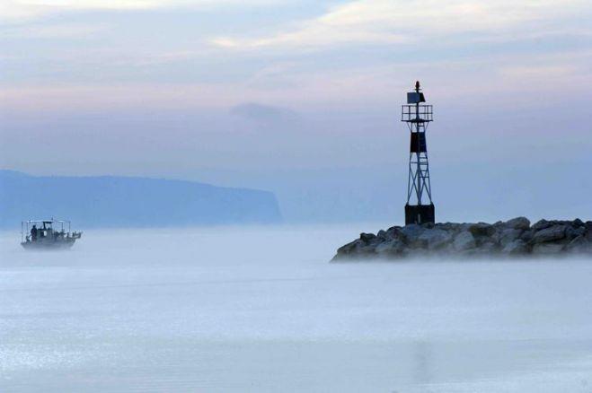 Kaiki in der Melancholie des Nebels