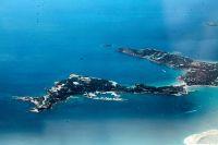 Unsere Archivaufnahme (© Eurokinissi) zeigt die Region Astera Vouliagmenis aus der Luft. Die Halbinsel ist etwa 20 Kilometer vom Athener Zentrum entfernt.