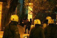 Unser Archivfoto (© Eurokinissi) zeigt Beamte der Bereitschaftspolizei MAT vor dem Athener Polytechnikum.