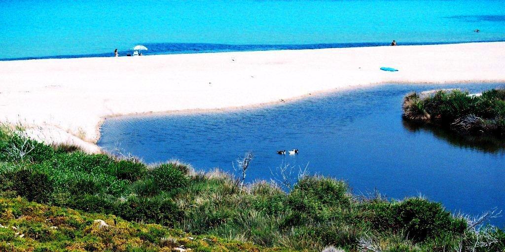 1 Doppelstrand in Gialiskari vorne See hinten Meer