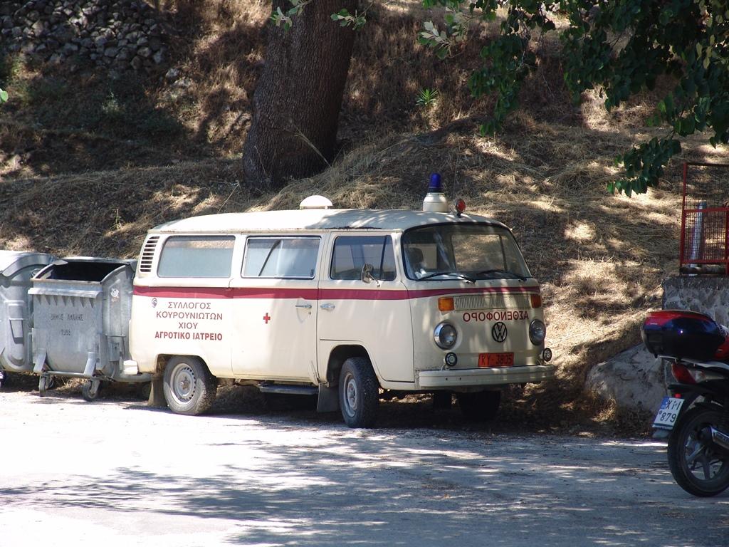 160412Krankenwagen VW auf Chios small