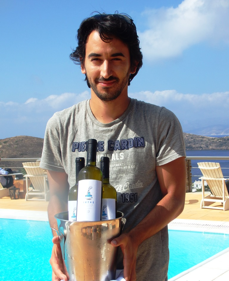 Alexandros Delis ist jung und der einzige offizielle Winzer auf Ios