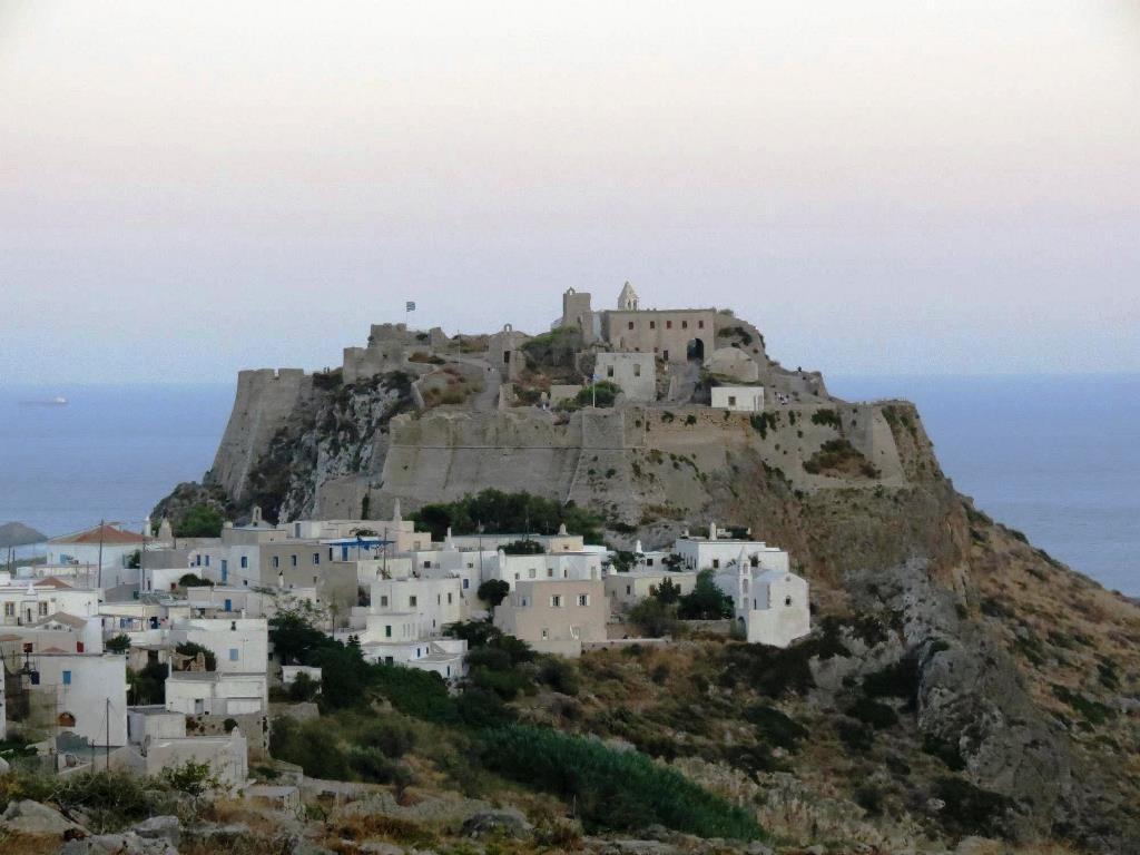 Die Hauptstadt Kythera mit Venezianischer Burg Foto GZaj