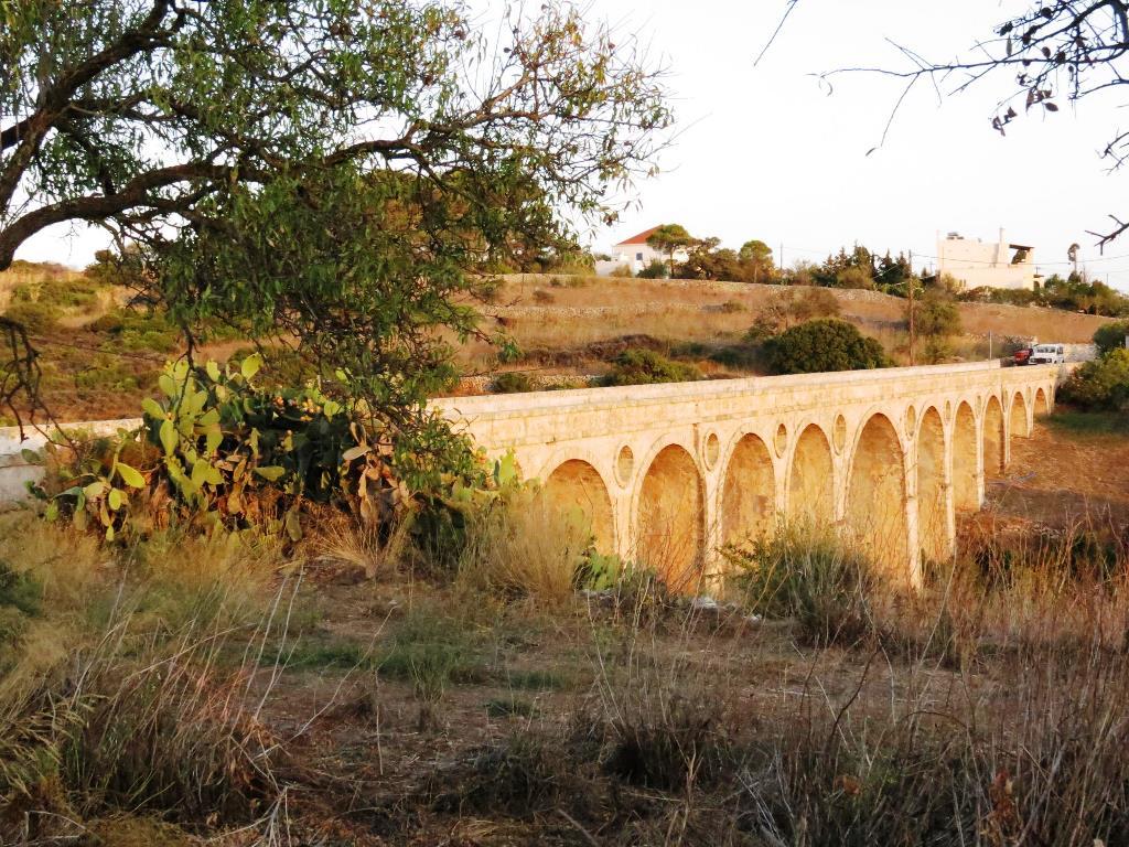 Die von den Briten im 19. Jahrhundert gebaute Katouni Brücke Foto GZaj