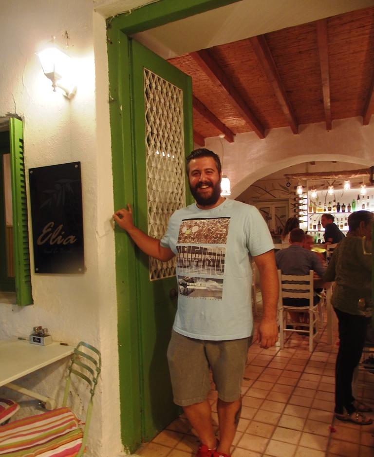 Gestrandet auf Ios Elia Restaurant Besitzer Harris Boukas