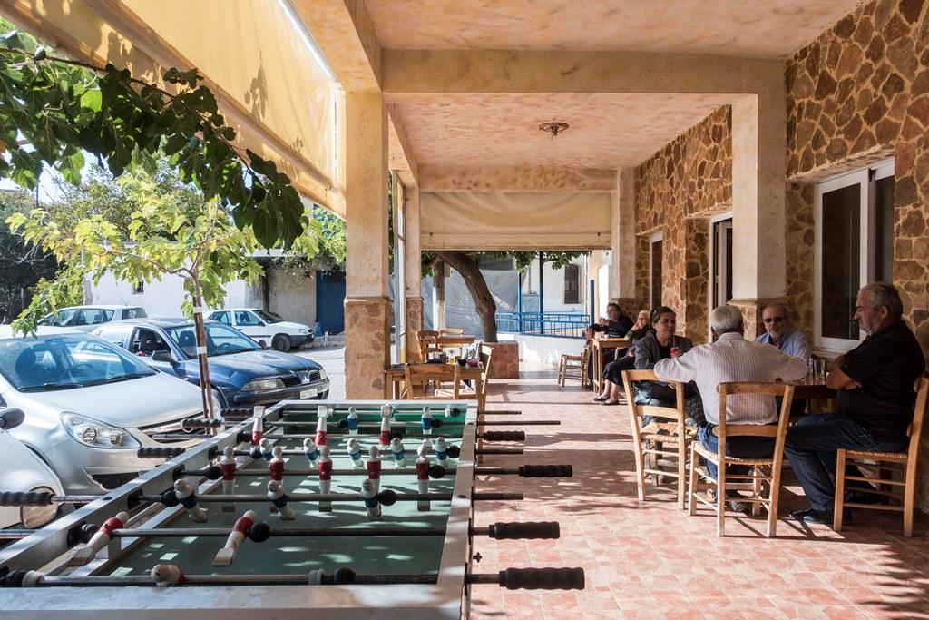 Kafenio in Alikambos Gut für eine Fussballpause small