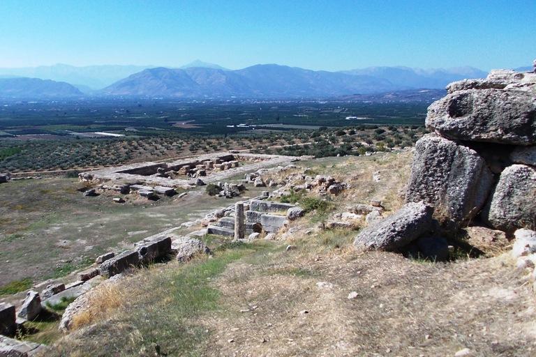 Mittlere Terrasse mit Fundamenten des Hera Tempels