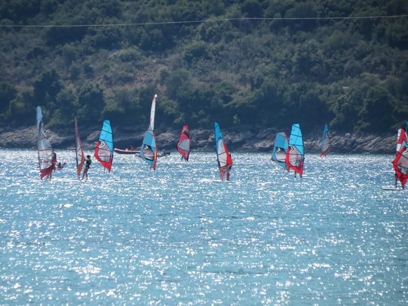 Surfen beim Dorf Vassiliki SMALL