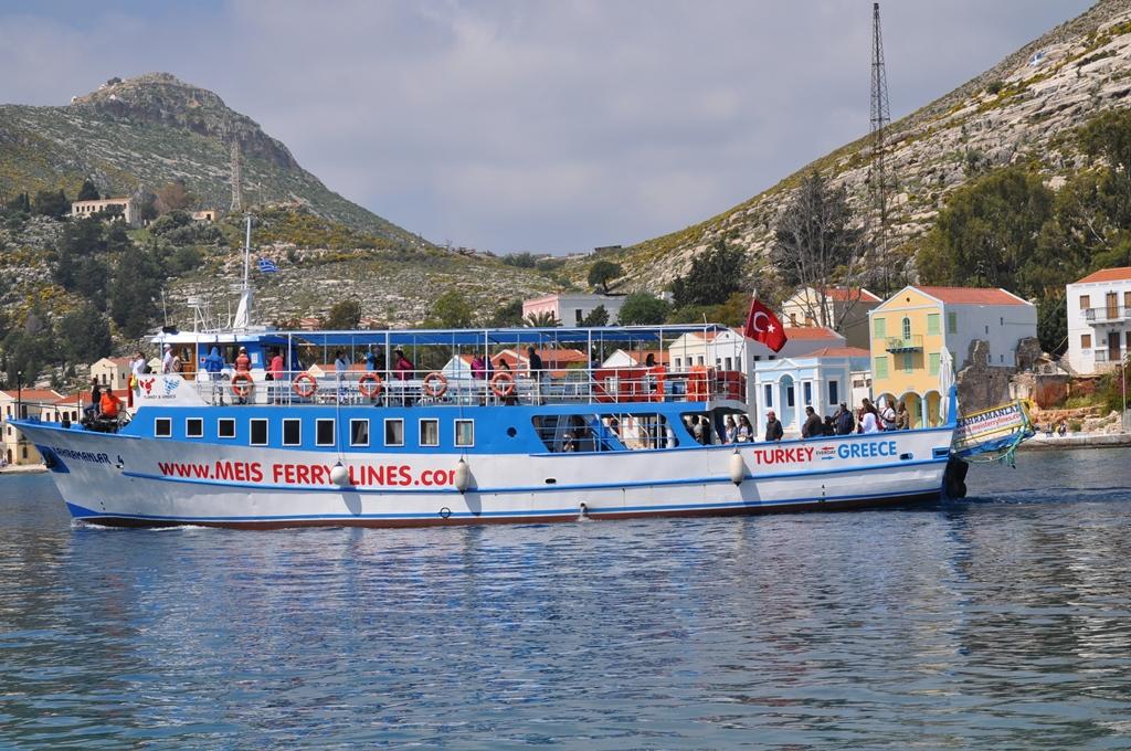 Taeglich zu Gast Ausflugsboote aus dem tuerkischen Kas