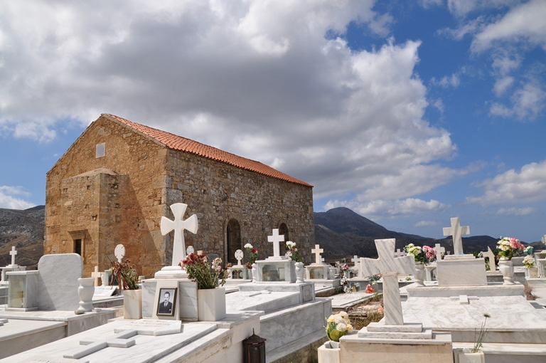 An der Stelle eines antiken Tempels Die Kirche von Polirrinia