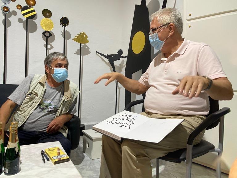 Juwelier Theodoros Gatzakis empfängt seine Kunden mit Mundschutz