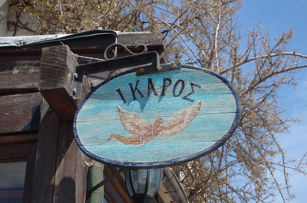 Ueberall auf der Insel das Symbol des IkarusSMALL