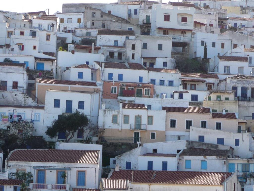 Weiße und pastellfarbene Häuser ergänzen sich harmonischjpg