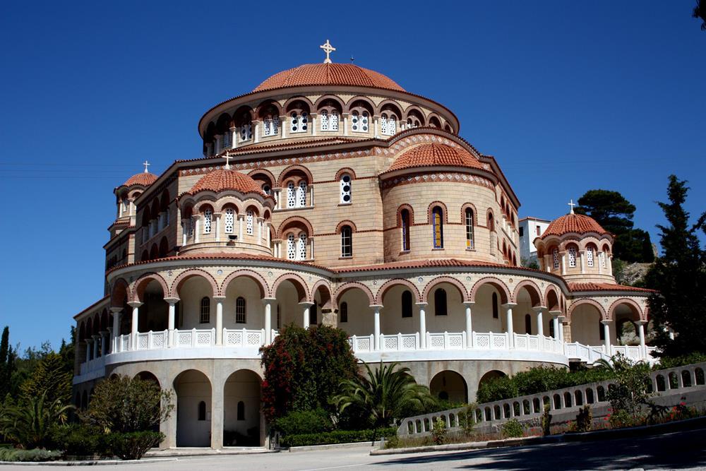 Ziel der Pilger ist das Kloster des NektariosSMALL