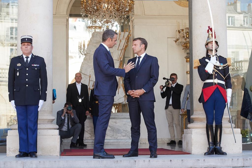 200129 Macron 2 SMALL