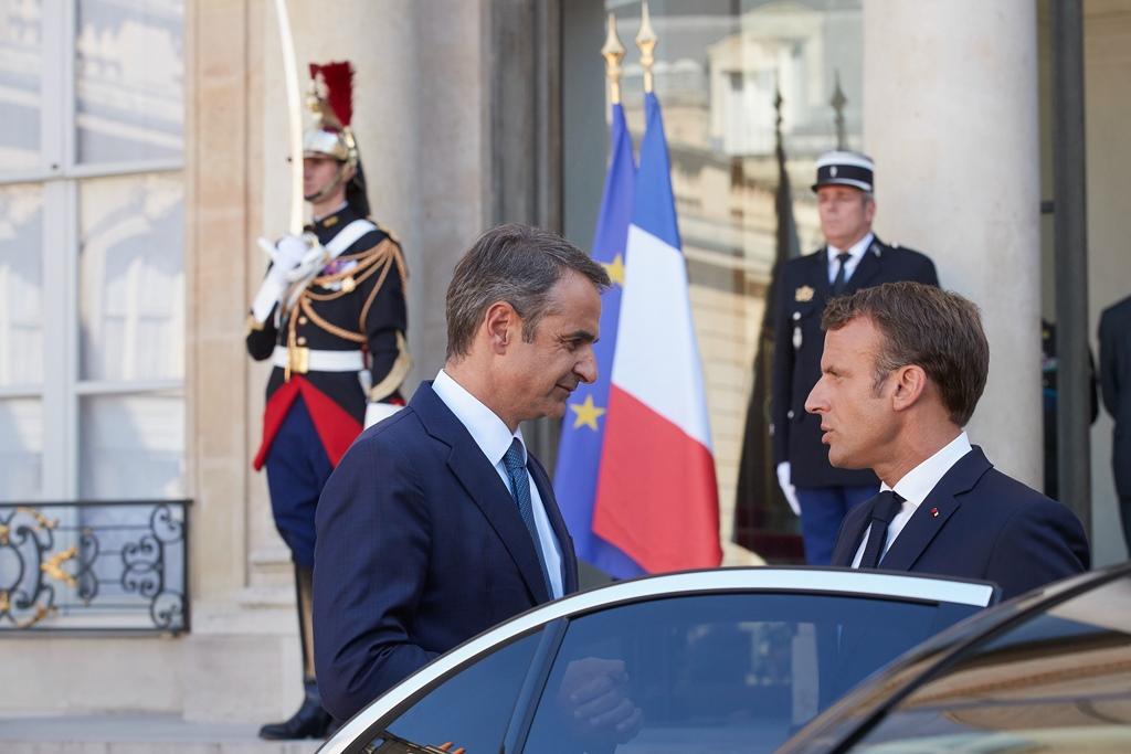200129 Macron 4 SMALL