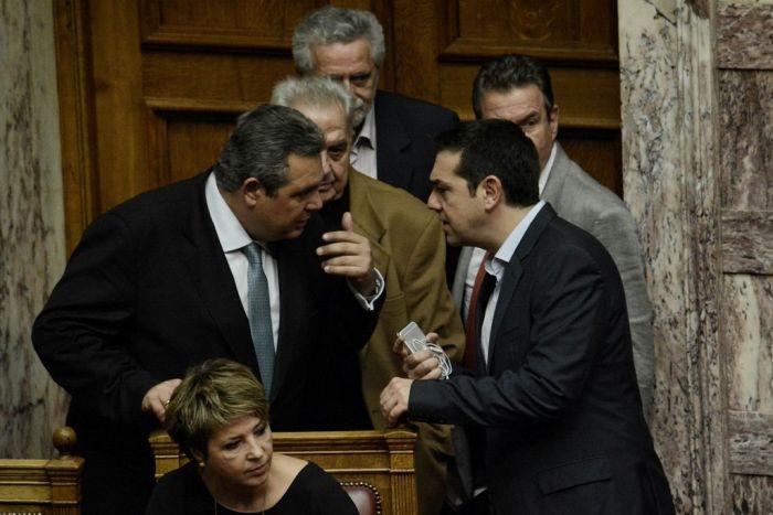 Weiteres Sparpaket in Griechenland verabschiedet – Regierung geschwächt