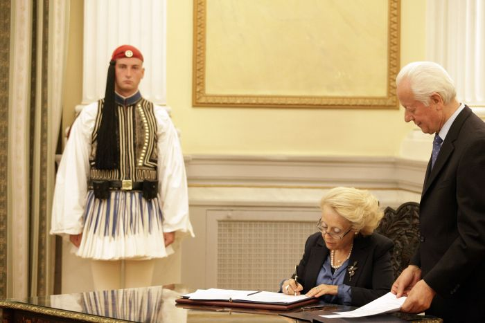 Neue Regierungschefin Griechenlands vereidigt – erstmals eine Frau