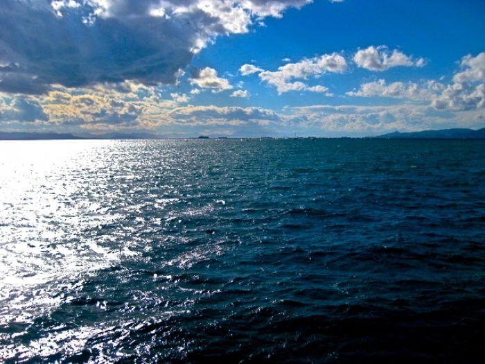 Das Wetter in Griechenland: Regen und Gewitter über dem Festland, Sonne über der Ägäis