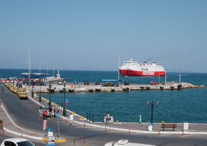 Schiff vor Griechenland in Seenot - und Auslaufverbot für Schiffe