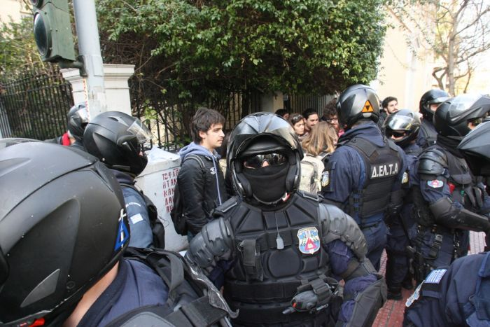 Umstrukturierungen bei Polizei und Militär