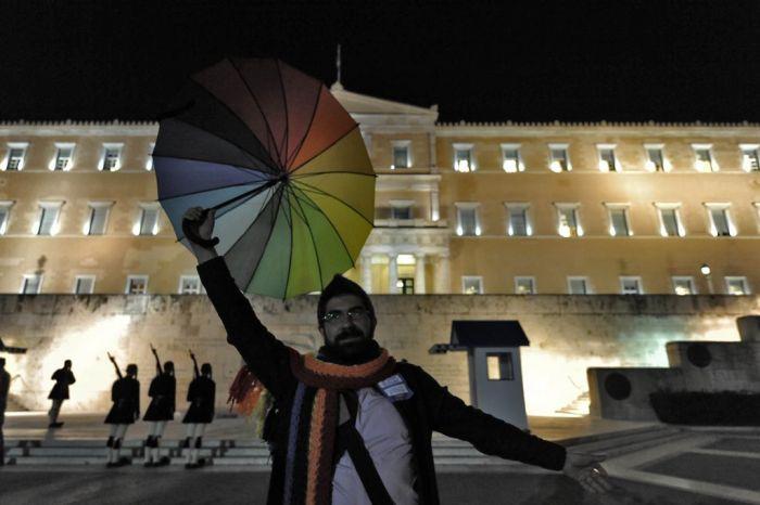 Lebenspartnerschaften für gleichgeschlechtliche Paare in Griechenland legalisiert