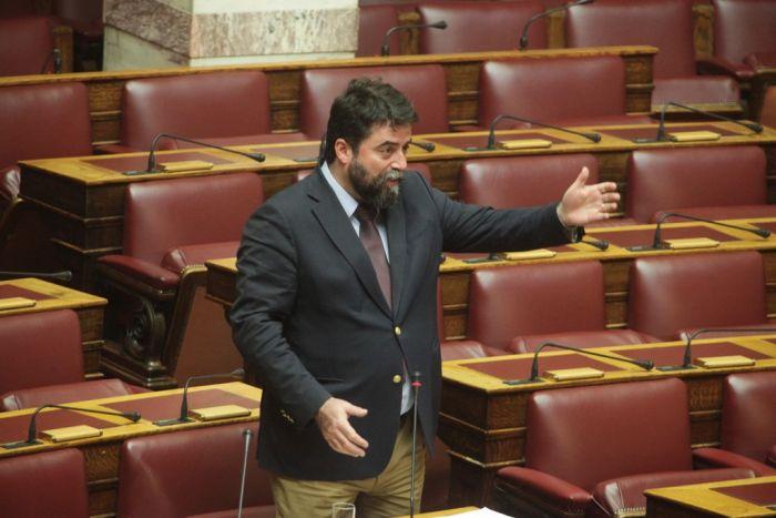 """Parlamentarier in Exarchia verprügelt: """"Kein Flüchtling in der eigenen Stadt"""""""