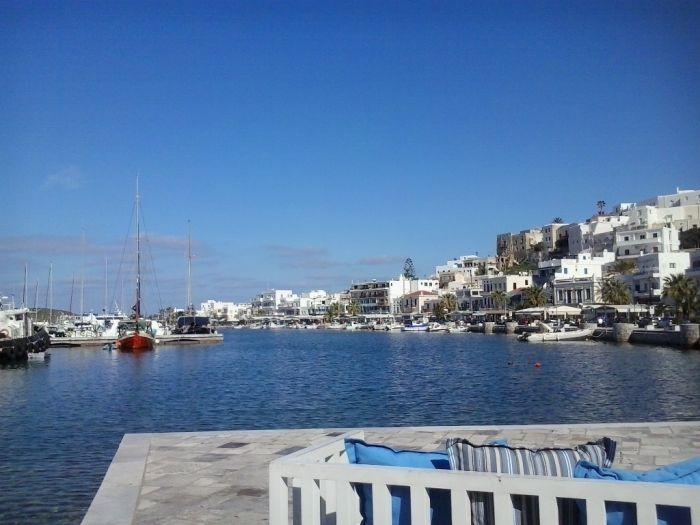 Wechselhaftes Wetter: Sonne, Wolken und Regen über Hellas