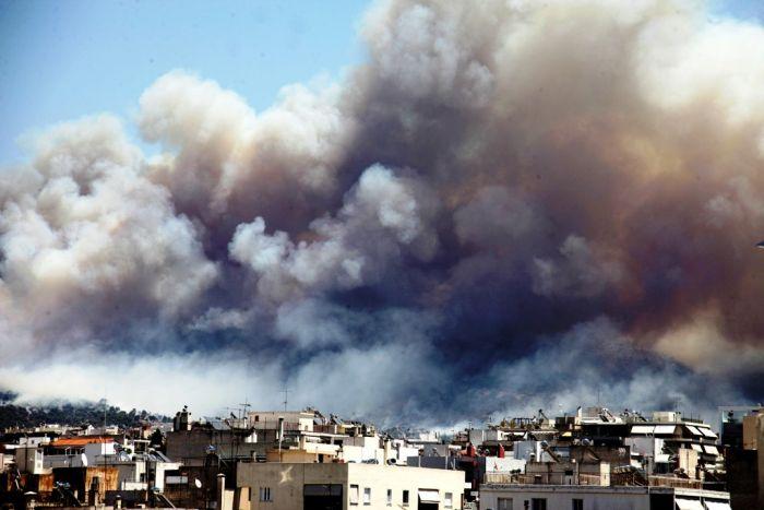 Feuer wütet bei Athen – mindestens ein Haus verbrannt
