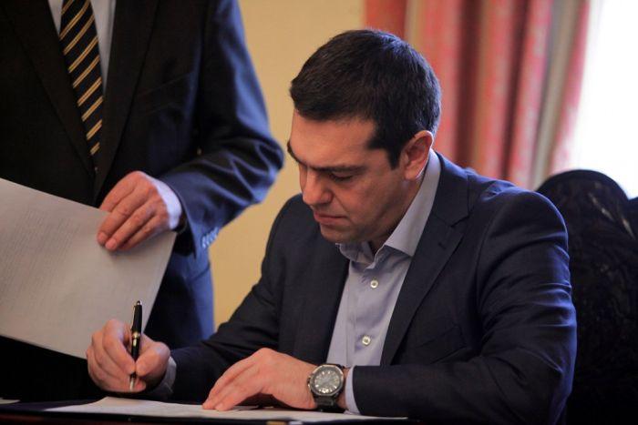 Roter Teppich für Tsipras in Berlin