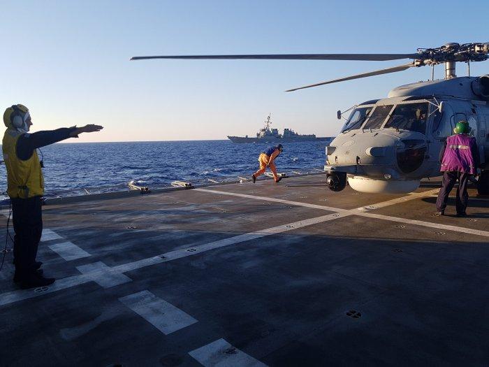 Unser Foto (© Pressestelle des Verteidigungsministeriums) entstand am Montag (24.8.) während eines Militärmanövers südlich von Kreta.