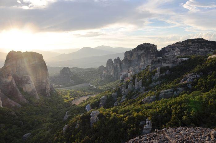 Inselhüpfen, Meteora-Klöster & Santorin-Doku