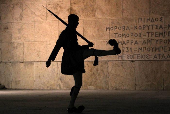 Neues Memorandum nach heftiger Debatte durch Griechenlands Parlament gewunken