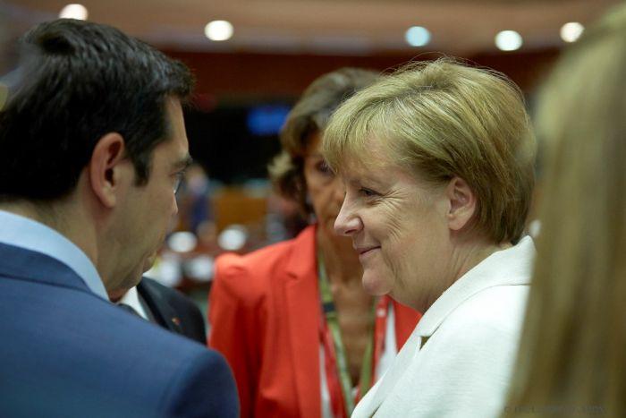 Deutschlands Kanzlerin Merkel gratuliert Tsipras – Flüchtlingsfrage dominiert Gespräche
